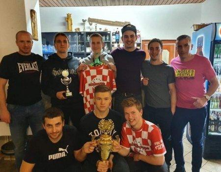 Šampióni Fru Fru převzali pohár a slavili
