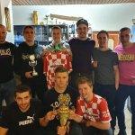 Foto - Šampióni Fru Fru převzali pohár a slavili